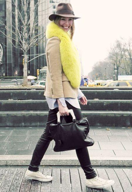 Λεπτομέρειες από γούνα στο καθημερινό street fashion