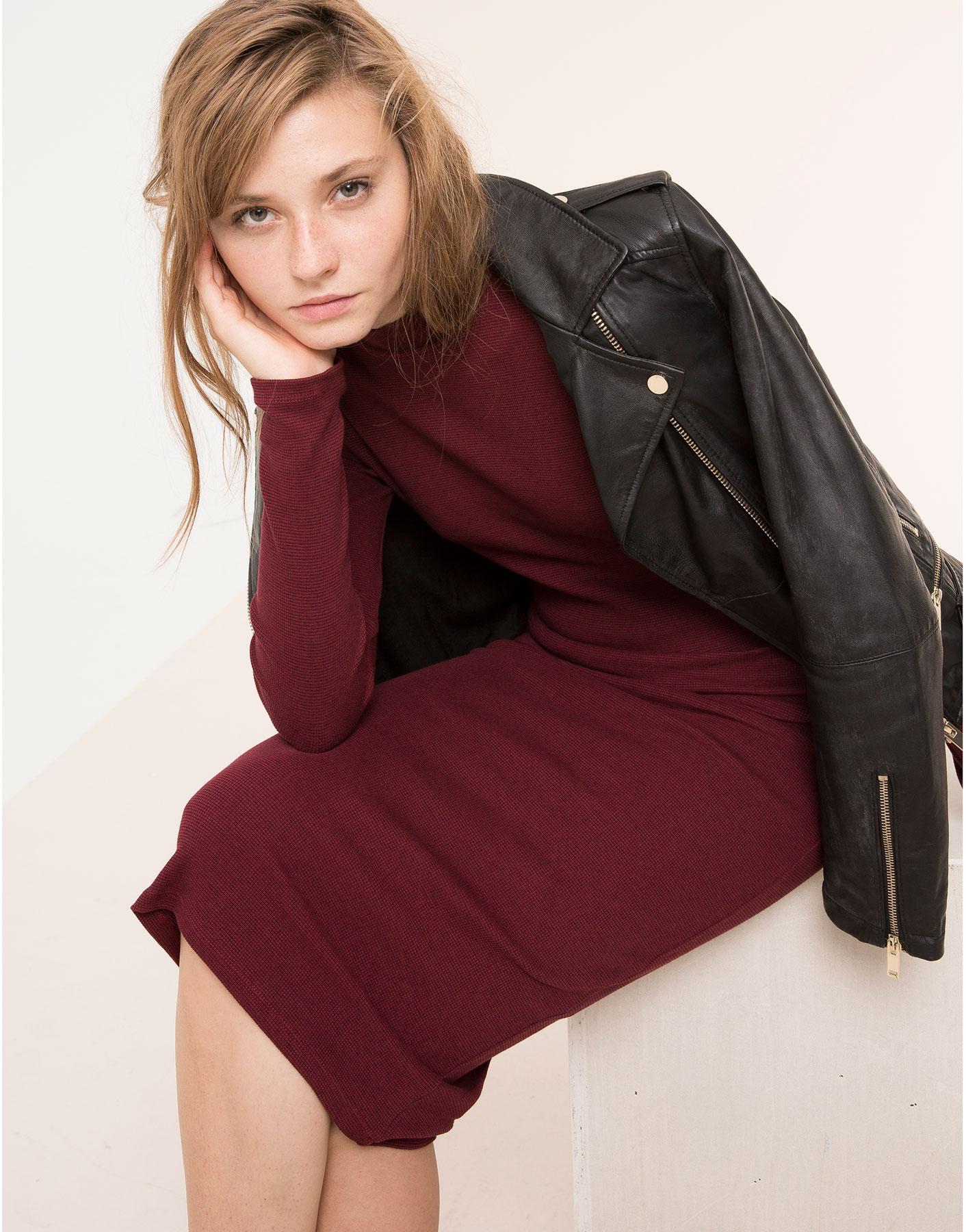 bce78308921 Προτείνουμε τα πιο cool pull and bear φορέματα