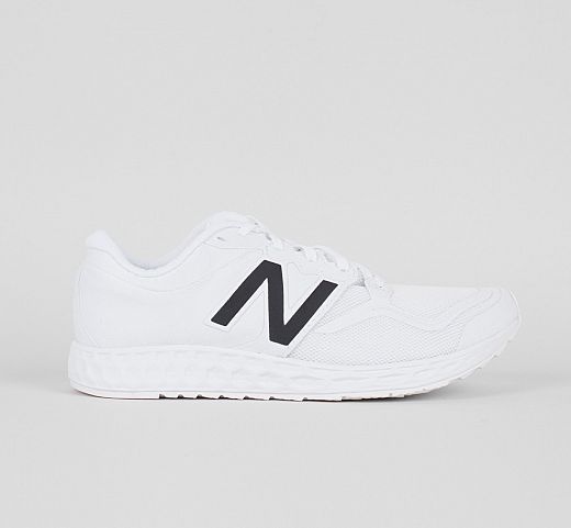 Διαλέγουμε_τα_πιο_trendy_λευκά_ανοιξιάτικα_sneakers (1)
