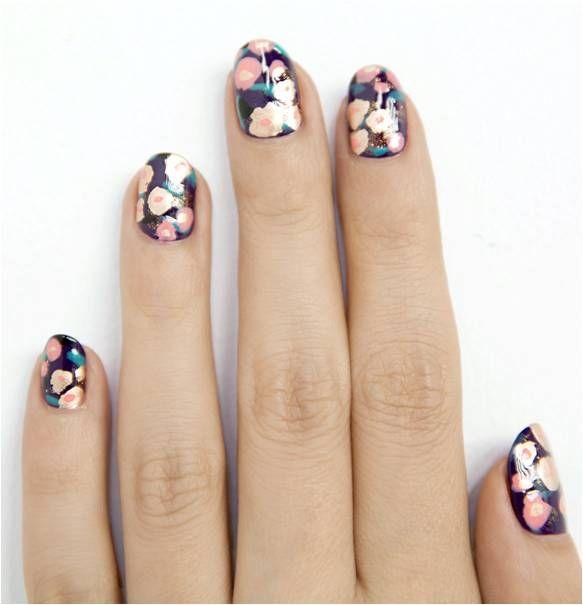 Η_εποχή_απαιτεί_nail_art_με_λουλούδια (1)