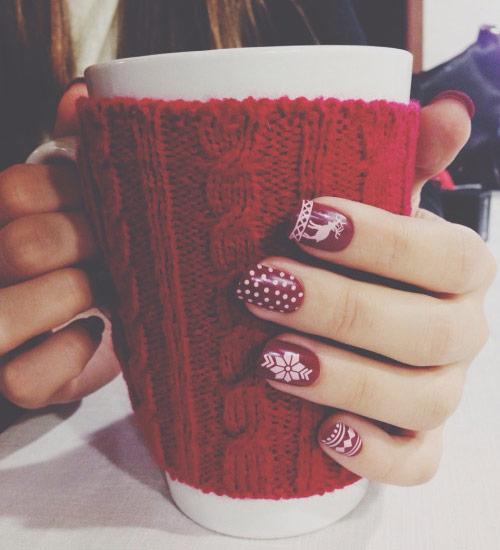 Ξεχωρίζουμε τα πιο χαριτωμένα χριστουγεννιάτικα σχέδια για νύχια