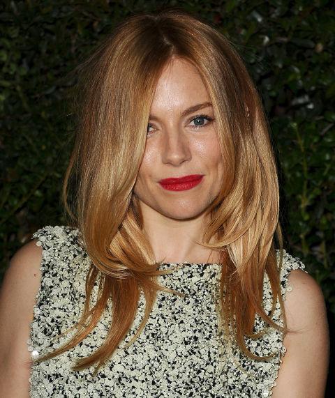 Οι πιο hot αποχρώσεις για υπέροχα σκούρα ξανθά μαλλιά-3.jpg a38742db087