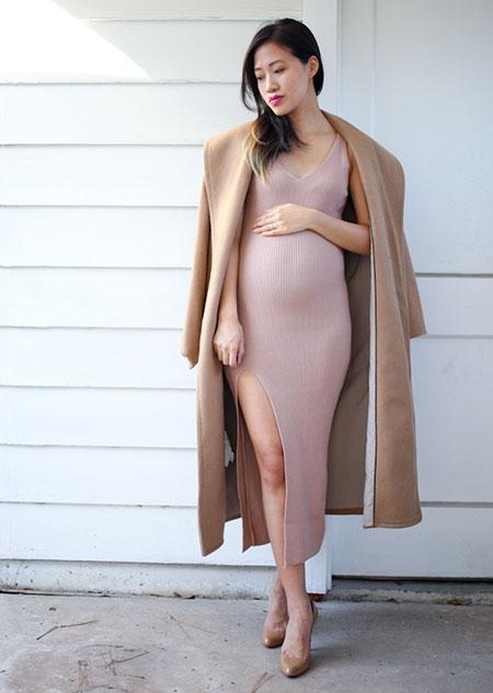 Τα στενά φορέματα χαρίζουν μοντέρνο στυλ στην εγκυμοσύνη