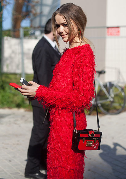 Τα απαραίτητα κόκκινα ρούχα σε κάθε γυναικεία ντουλάπα