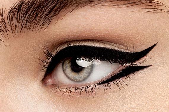 Eyeliner γατίσιο βλέμμα: 3 εντυπωσιακοί τρόποι εφαρμογής