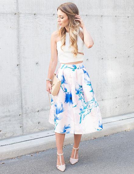 695a2719b91d Φούστα με crop top  τι να φορέσετε ως καλεσμένη σε γάμο
