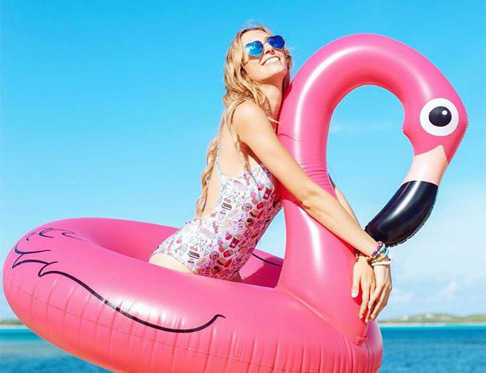 flamingo trend: μας κατέκλυσαν τα χαριτωμένα ροζ πτηνά