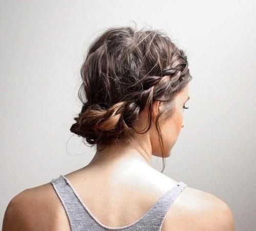 Ιδέες styling για κοντά μαλλιά που μπορείς να κάνεις μόνη σου