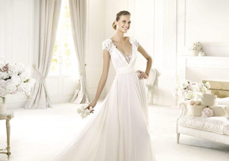 5d4c46764384 Επιλέξτε κομψότητα με ένα Pronovias νυφικό φόρεμα