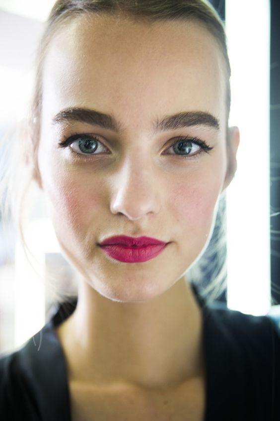 Τριανταφυλλί κραγιόν το πιο όμορφο χρώμα για τα χείλη