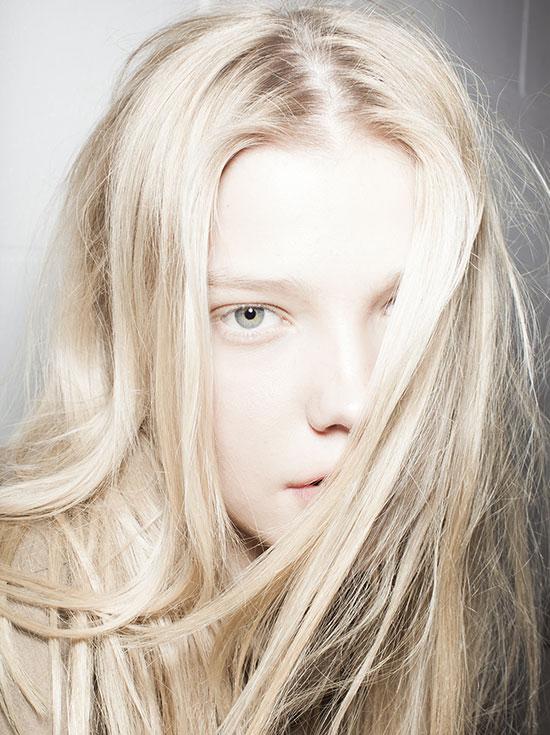 Ξανθά μαλλιά χωρίς να κιτρινίζουν: το μυστικό για να το πετύχεις