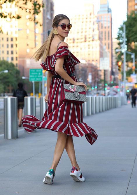 Φορέματα με βολάν  η πιο girly τάση του καλοκαιριού 49fc703b481