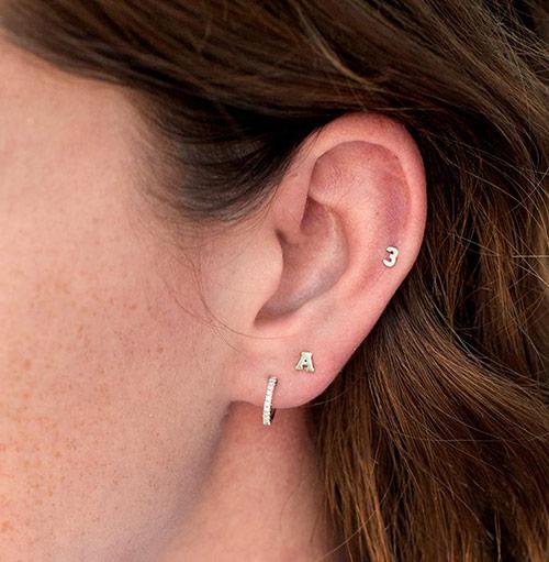 Σκουλαρίκια με μονόγραμμα: η νέα αγαπημένη τάση