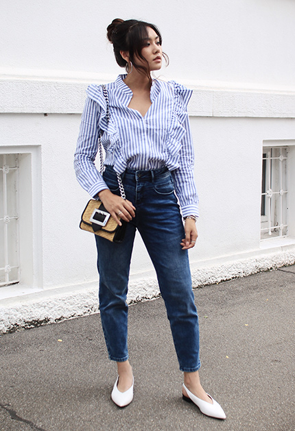 fa1155ffeaf2 Ένα elegant mom jeans outfit που ξεχωρίζουμε είναι αυτό με πουκάμισο. Το  μυστικό για να απογειώσετε αυτό το ντύσιμο, είναι το πουκάμισο που θα  επιλέξετε να ...